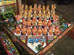 Hand-painted chess set with an old theme Spanish conquerors against the Incas. Inka, Peru, Chess, Hand Painted, Fun, Latina, Favorite Things, Trends, Awesome