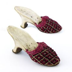 Mulberry silk and white-painted wood mules, French, 1715-1774. Musée des Tissus de Lyon.