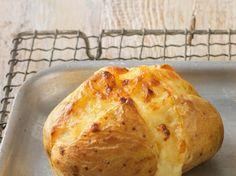 Découvrez la recette Pomme de terre au four sur cuisineactuelle.fr.