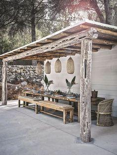 Terrasse chez larchitecte dintérieur londonienne Caroline Legrand dans sa finca Can Mimosa.