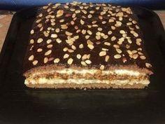 Всегда домашние торты ценились в моей семье. Готовим вкусный и простой торт! Белки взбиваем с сахаром и аккуратно добавляем желтки и продолжаем взбивать
