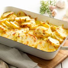 The best potato bake. Try this creamy, cheesy potato bake recipe for a perfect side dish. Best Potato Bake Recipe, Best Potato Recipes, Favorite Recipes, Potatoe Dinner Recipes, Potato Dishes, Food Dishes, Vegetable Side Dishes, Side Dishes Easy, Side Dish Recipes