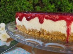Já vos disse que cá em casa a minha filha mais velha adora cheesecakes, portanto é uma das sobremesas que faço com alguma frequência. assim ...