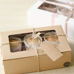 Holes Kraft Paper Cupcake Packaging Box Snacks Muffin Party Case DIY 3 Sizes by Kraft Box Packaging, Cake Boxes Packaging, Cupcake Packaging, Biscuits Packaging, Baking Packaging, Bread Packaging, Dessert Packaging, Cupcakes Packaging Ideas, Cupcake Boxes