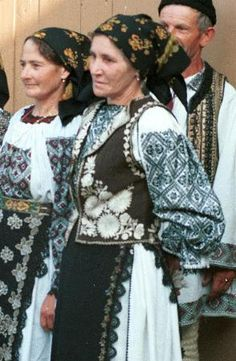 Romanian costume Budacu - Bistriţa-Năsăud  Description Gathered neck chemise (cămaşă cu tablă), with sleeves gathered at wrists and black embroidery on front and sleeves in wide square shaped blocks.