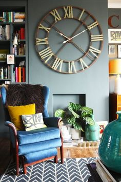 Be a Design Rebel! 4 Design Rules You Should Totally Break to decorate your house. Living Room Designs, Living Room Decor, Dining Room, Casa Loft, Inspiration Design, Design Ideas, Home And Deco, Apartment Living, Apartment Therapy