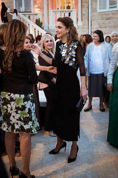 La reine Rania de Jordanie s'est rendue au siège de Caritas Jordan. Comme deux de ses rendez-vous récents, cette visite était en lien avec le Ramadan.