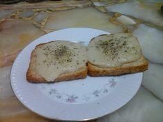 Tostadas con mozzarella vegana