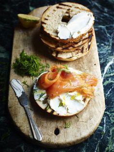 Bagel mit Lachs und Frischkäse