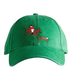 This pre-washed hat features a stitched fox and hound motif and an adjustable strap made of sailcloth. Perfect for hunt season, but looks great year-ro...