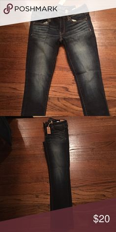 American Eagle Jegging Size 6; low rise; short; super stretch. Never worn, tag still on! American Eagle Outfitters Jeans Skinny