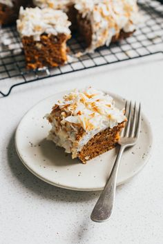 Simple vegan carrot cake with orange and cardamon and a maple sweetened coconut icing. Just the thing for afternoon coffee or a relaxed birthday party. Eggless Recipes, Cake Recipes, Dessert Recipes, Cardamon Recipes, Vegan Recipes, Vegan Carrot Cakes, Vegan Cake, Vegan Sweets, Vegan Desserts