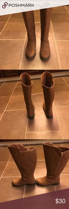 Knee high quilted boots! These are super comfortable and stylish! They are a 6.5 wide, however I don't generally get a wide and the regular was too small for me. They have been worn a handful of times but are still in great condition! Shoes Winter & Rain Boots
