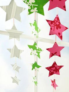 Wrapping paper streamers — perfect for scrap pieces. Click for more easy decorating ideas.