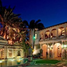 Casa Casuarina is a very beautiful property located at 1116 Ocean Drive, Miami Beach, Florida, United States, It's the most well-known property on Gianni Versace House, Casa Versace, Versace Miami, Versace Mansion, Versace Home, Versace Versace, South Beach, Miami Beach, South Florida