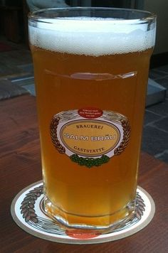 Cerveja Salm Bräu Pils, estilo Bohemian Pilsener, produzida por Brauerei Salm Bräu, Áustria. 4.5% ABV de álcool.