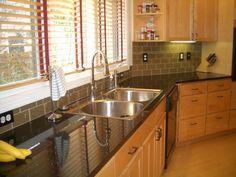Kitchen Backsplash Photos, Glass Subway Tile Backsplash, Kitchen Cabinets Decor, Kitchen Tiles, Kitchen Flooring, Backsplash Ideas, Oak Cabinets, Tile Ideas, Kitchen Sink
