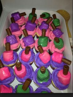 Omggggg! How cute are these cup cakes?!? #storyofmylife