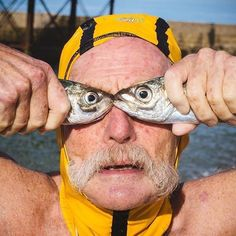 Dave Sawyers doing fish face again. Dave is a legend in Brighton swimming club check. Funny Beach Pictures, Ocean Pictures, Beach Images, Sunset Pictures, Girl Pictures, Humorous Pictures, Beach Pink, Beach Humor, Foto Portrait