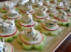 "Wedding Food Garden Fresh Herbed Cucumber ""Flower"" Bites (via Madigan Made) Cucumber Flower, Cucumber Bites, Cucumber Appetizers, Radish Flowers, Mini Appetizers, Plats Ramadan, Fingerfood Party, Healthy Snacks, Healthy Recipes"