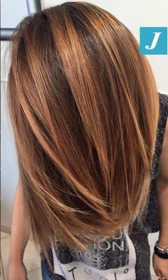 We don't need to surprise you with special effects Degradé Joelle Summer Shades Bronze touch! Medium Hair Styles, Curly Hair Styles, Bronze Hair, Square Face Hairstyles, Ethnic Hairstyles, Brown Blonde Hair, Hair Color And Cut, Auburn Hair, Short Curly Hair