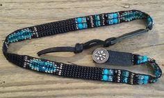 Kraal geweven armbanden, zaad kraal doemde armbanden, Indiaanse geïnspireerd, zuidwesten chique, Statement sieraden, Sterling zilveren knop, Boho, giftidee hand geweven BOHO kralen dubbel gewikkeld armband is 3/8 inch breed x 13-1/4 inch lengte. Deze prachtige één van een soort stuk is samengesteld uit een zorgvuldig geselecteerde mix van zowel Japanse Rocailles & Tsjechisch glas. Deze flexibele, SOFT & comfortabele armband is minutieus Hand geweven op een Native American O...
