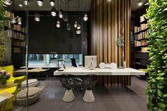 Luminaires, assises, bureau – tout est une œuvre design