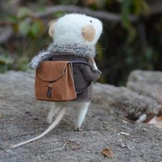 handmade mouse ready for going school in Autumnal day. for more funny images, like and visit our page to get updates: http://pinterest.com/travelfoxcom/pins/