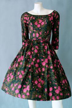 Elegant styled vintage dress with fitted bodice in floral pure silk. Genuine vintage silk dress in excellent condition showing no signs of wear. Vintage Dresses, Vintage Outfits, Vintage Clothing Online, Fitted Bodice, Short Girls, Pure Silk, Unique Fashion, Silk Dress, Pure Products
