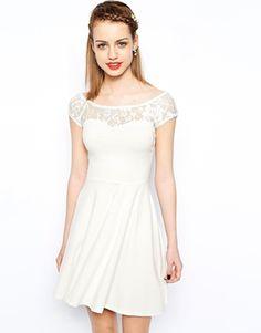 Короткое приталенное платье с кружевной кокеткой New Look