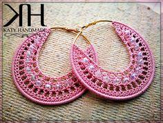 Katy Handmade: [SCHEMA]: Hoop earrings covered with a .-Katy Handmade: [SCHEMA]: Orecchini a cerchio rivestiti ad uncinetto Katy Handmade: [SCHEMA]: Hoop earrings covered with crochet - Crochet Jewelry Patterns, Crochet Earrings Pattern, Crochet Accessories, Wire Crochet, Thread Crochet, Crochet Crafts, How To Make Earrings, Bead Earrings, Crochet Double