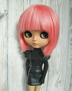 Black leather skirt sundress and black turtleneck outfit for Blythe doll Pretty Dolls, Beautiful Dolls, Fabulous Dresses, Beautiful Outfits, Black Turtleneck Outfit, Cute Baby Dolls, Gothic Dolls, Valley Of The Dolls, Black Leather Skirts