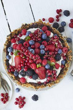 No Bake Yogurt Tart – Like Mother, Like Daughter Biscoff Cookie Butter, Lime Pie Recipe, Cream Pie Recipes, Strawberry Yogurt Muffins, Strawberry Tarts, Strawberry Blueberry, Blueberry Cream Pies, Best Key Lime Pie, Sweetened Whipped Cream