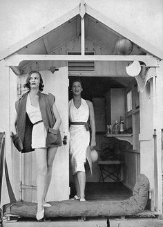 Susan Abraham (L) & Fiona Campbell-Walter, July 1951