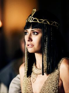 Extremely salty about ancient dead Kings Egyptian Headpiece, Egyptian Costume, Headdress, Cleopatra Costume, Egyptian Beauty, Egyptian Goddess, Egyptian Art, Egyptian Hairstyles, Hairstyles Men