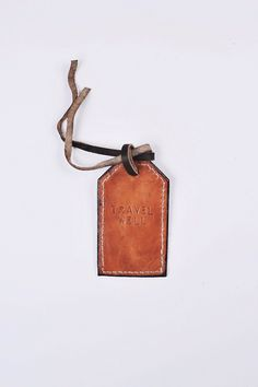 | For the través let men: leather tag. |
