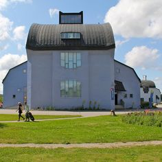 Kulturhuset in Järna with Theatre. Angular Architecture, Education Architecture, Organic Architecture, Futuristic Architecture, Waldorf Education, School Building, Modern Buildings, Halle, Shed