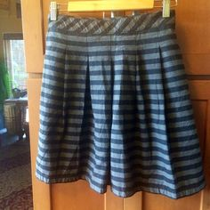 GAP gray and black striped skirt NWT GAP gray and black striped skirt with side zipper and pockets. Awesome skirt! Can be worn so many different ways! Dress up or down. Larger size 6 can also fit an 8. Fully lined. GAP Skirts Circle & Skater