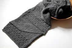 Knitted scarf in Grey  Geometric Pattern  Handmade by pingosdoceu