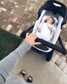 Bringing up a child advice for young and old alike! Cute Little Baby, Baby Kind, Little Babies, Cute Babies, Cute Family, Baby Family, Family Goals, Baby Boy, Foto Baby
