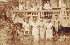 Manila flood in the Thirties. Fluffy white towels for the men, ankle-length ternos for the women. Miss Philippines, Philippines Culture, Model Minority, Jose Rizal, Filipino Culture, Filipiniana, History Photos, She Was Beautiful, Pinoy