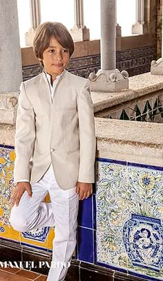 First holy communion suit linen, Mediterranean & Ibiza style for kids Boys First Communion Outfit, Communion Suits For Boys, Holy Communion Dresses, Ibiza Fashion, Suit Fashion, Boy Fashion, Communion Hairstyles, Collection Couture, Cute Boys Images