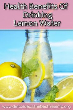 Drinking lemon water before bed has many health benefits and it is so easy to do. Find out what health benefits you can get by drinking warm lemon water. Lemon Water Cleanse, Lemon Water Diet, Drinking Warm Lemon Water, Lemon Detox, Lemon Juice Diet, Lemon Water Before Bed, Natural Body Detox, Alkalize Your Body, How To Squeeze Lemons