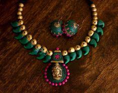 Terracotta Jewellery Making, Terracotta Jewellery Designs, Terracotta Earrings, Thread Jewellery, Temple Jewellery, India Jewelry, Antique Jewellery, Beaded Necklace Patterns, Jewelry Patterns