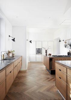 Danish Kitchen, New Kitchen, Kitchen Dining, Kitchen Cabinets, Kitchen Pantry, Cabinet Door Styles, Mid Century Modern Kitchen, Design Your Kitchen, Kitchen Models