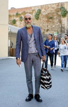 35 Outfit Ideas for Men Over 40 #Fashion  http://seasonoutfit.com/2018/01/01/35-outfit-ideas-for-men-over-40/ #MensFashionOver40