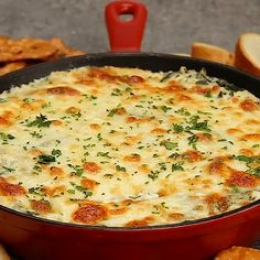 This hot spinach dip may be a mix of broiled spinach, 3 kinds of cheese and seasonings, all baked along to liquified tinnyperfection. Best Spinach Dip, Vegan Spinach Dip, Vegetarian Cooking, Cooking Recipes, Good Food, Yummy Food, Tasty, Appetizer Recipes, Appetizers