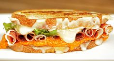 Let your taste buds travel to the northeastern coasts of Spain with the Catalonia. Its Spanish flavor is brought to life with a savory romesco and picada garlic butter. Plus with Serrano ham and Wisconsin fontina, alpine-style and aged cheddar cheese, this sandwich may just become your new favorite.