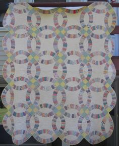 Vintage 1930s hand sewn double wedding ring quilt 85 x 85