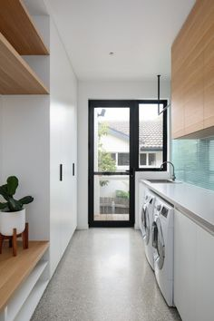 Link House Paul Tilse Architects - Modern Canberra Architecture & Design - The Local Project Modern Laundry Rooms, Laundry Room Layouts, Laundry Room Remodel, Laundry Room Organization, Laundry In Bathroom, Outdoor Laundry Rooms, Laundry Nook, Laundry Storage, Laundry Basket